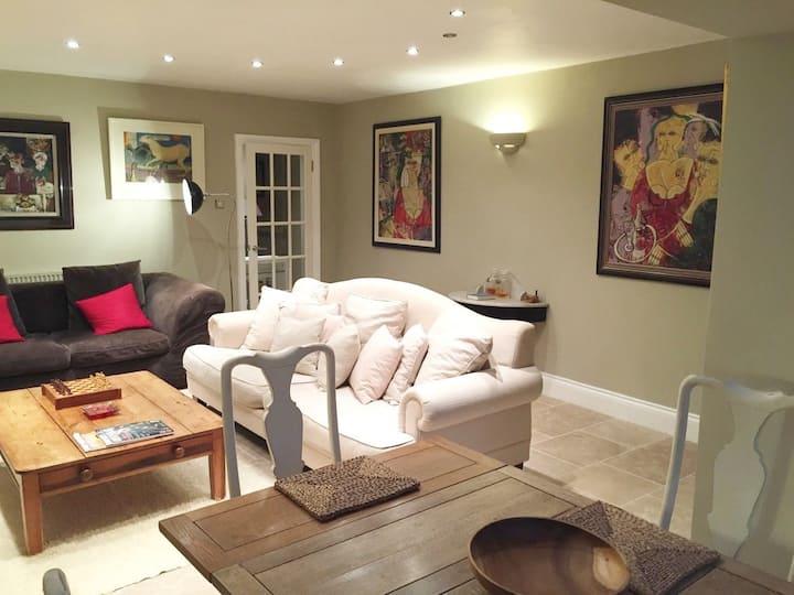 Two bedroom 5* Regency Apartment in Cheltenham
