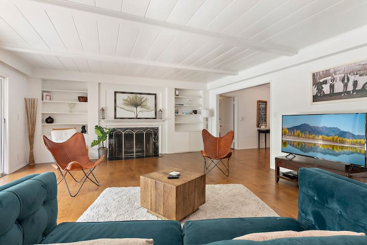 Charming,Tranquil Oasis Home In Encino.