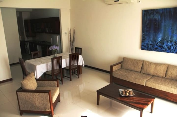 Elegant 3BR serviced apartment in Havelock Town - Colombo - Apartamento
