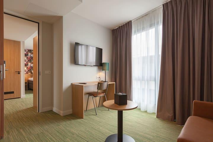 ♦ LUXURY Hotel Suite w/ Double Bed ☛(FREE Parking) +Bike Rental +Restaurant +Fitness +Meeting