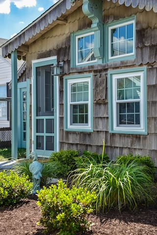 Stunning 2 Bedroom Cottage Close to the Ocean City Boardwalk!
