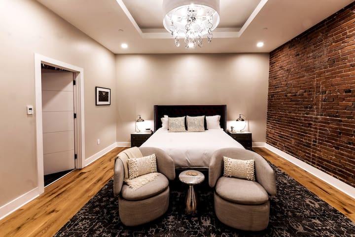 Master Bedroom Suite 425 View 1 / King Bed