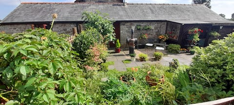 Rustic country cottage, idyllic rural surroundings with views of the brecon beacons