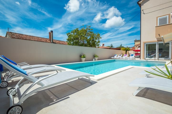 Modernly decorated Villa Grannys house with swimming pool near the sea