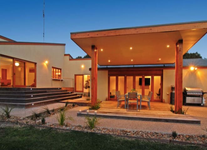Secluded acreage property - Ocean Grove Bwon Heads