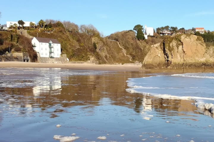 Beach front Apartment TENBY . Complete relaxation.