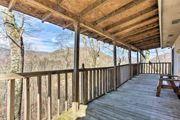 Maggie Valley Home w/Deck-Mins to Smoky Mtns!