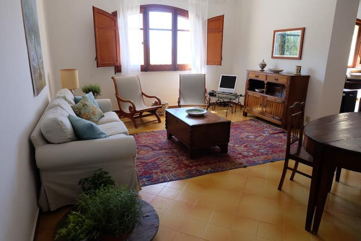 Casa Bragone: Beautiful Stone House 100m from sea! - Termini Imerese - Huvila