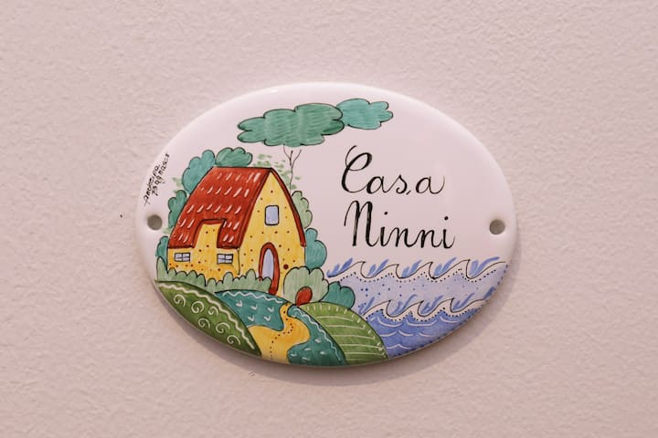 Casa Ninni : lo sguardo sui tetti di Nervi