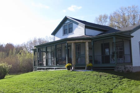 Spacious Farm House - 3 Bed / 3 Bath