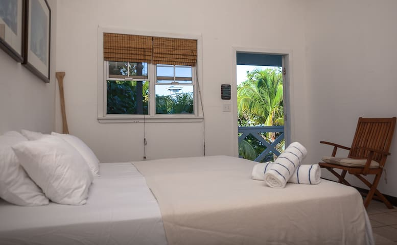Camp Bay Lodge - Surf Room