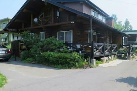 Log Cabin Sakura