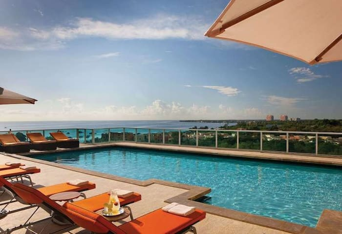 Luxury Suite with balcony 4*Hotel in Coconut Grove