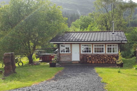Pine Cabin, Strathyre, a cosy escape from it all.