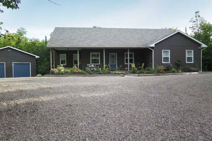 Spacious 3BD Getaway (Oliphant, ON) - Wiarton - House