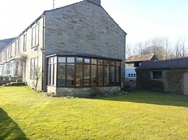 Hawes, Yorkshire Dales, great views! Extra space.