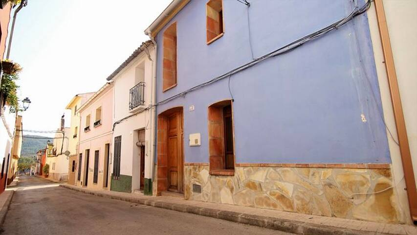 The village of Alcalali is a joy to explore, walking around the quaint streets with its traditional Spanish townhouses. There is a real village feel with fiestas and live events regularly taking place.