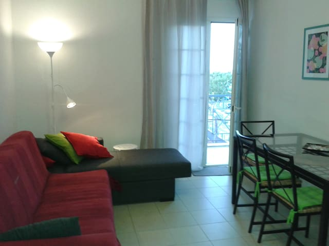 Vacation apartment, 6-min walk from the beach - Killini - Apartamento