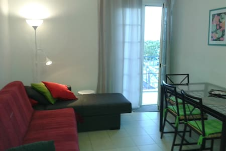 Vacation apartment, 6-min walk from the beach - Killini - Daire