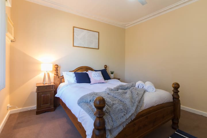 Cozy Home Close to Perth City & Airport, WIFI - Cloverdale - Huis