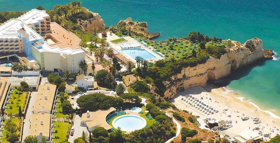 Algarve - Modern apartment w/pool near the beach