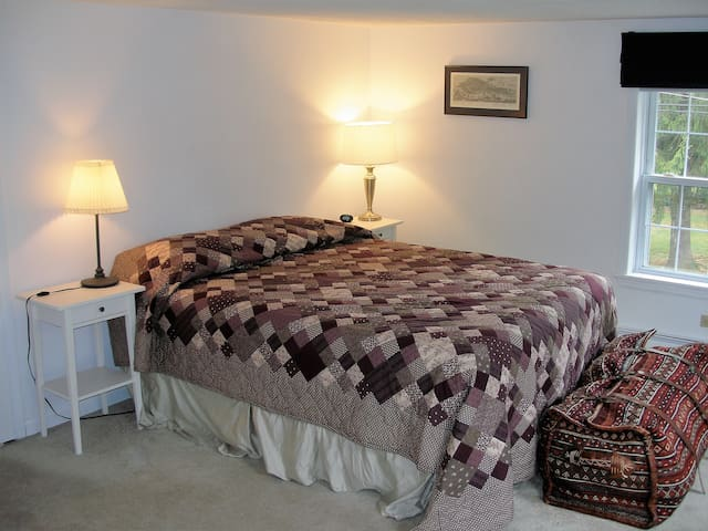 SPACIOUS COMFY BEDRM, QUEEN BED, NEAR LV HOSPITAL