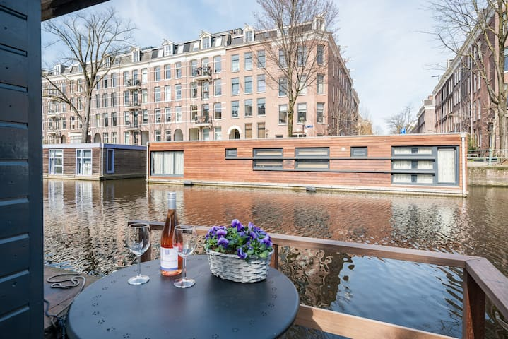 """New! Beautiful renovated Houseboat """"Greenwater"""""""