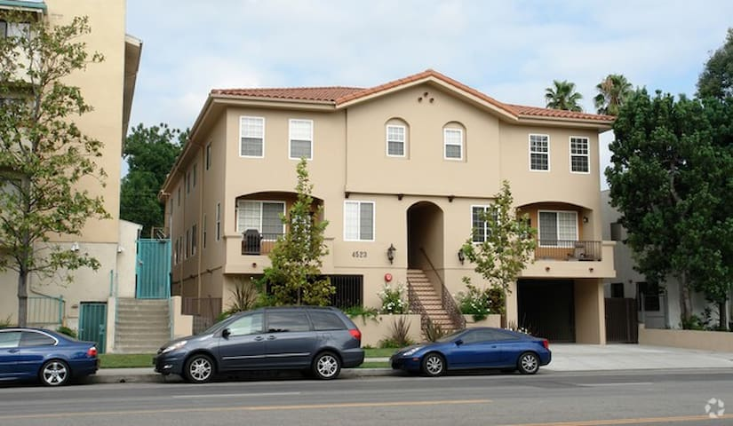 Gorgeous 2-Story (2 Bed/ 3 bath) - Los Angeles - Dom