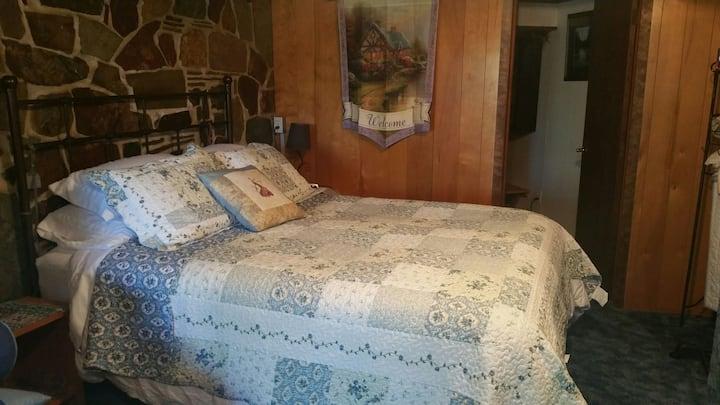 Mia's cozy hideway retreat