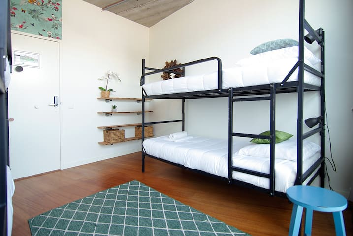 Ground floor room for 4 near Amstel river