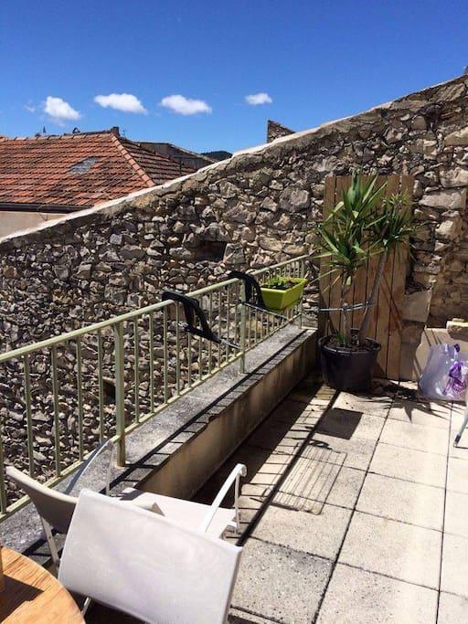Une terrasse plein sud pour profiter du soleil et de la vue