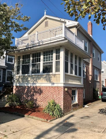 Beautiful House in Safe, Ventnor Beach Community!
