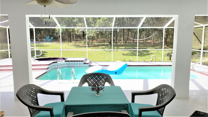 Spacious 3 Br Pool Home - 15 min to Crystal River