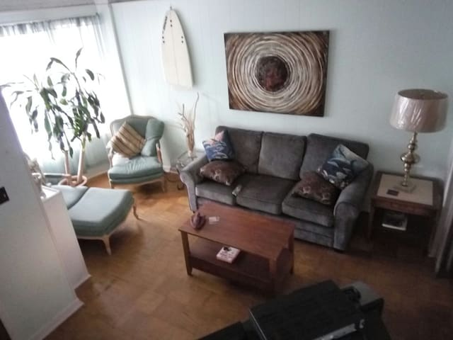 1 block  to Tropicana, Small room w/full size bed