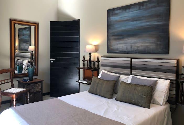 Rallentando Guesthouse - Piaf Room