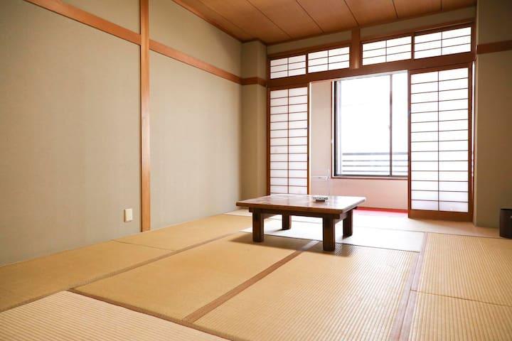 観光地と駅に近い 旅館を改装したゲストハウス - Nara-shi - Ryokan (Japonya)