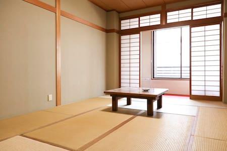 観光地と駅に近い 旅館を改装したゲストハウス - Nara-shi - Ryokan (Japan)