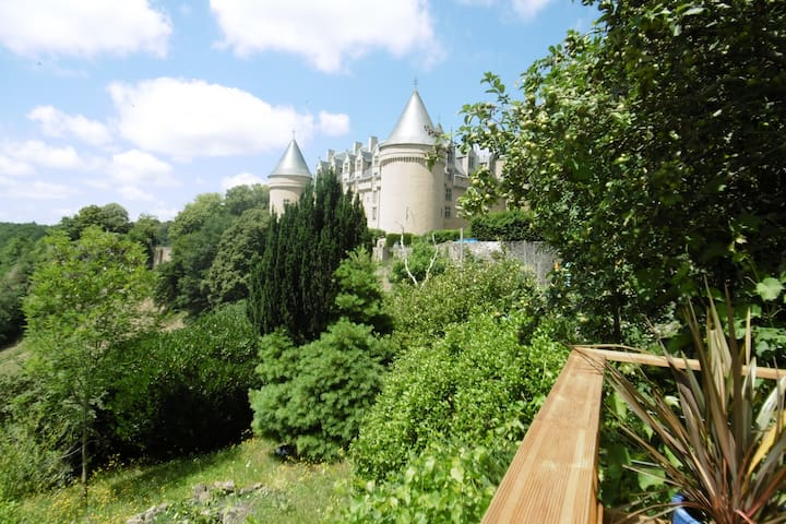 Stay in SW France with a chateau for a neighbour