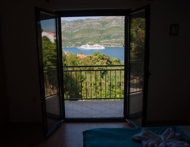 Rina Apartment With Sea View and Balcony