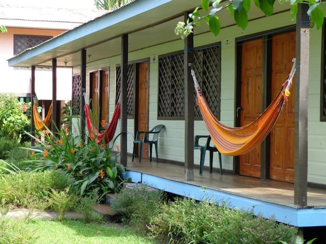 Cabinas Tortuguero (double + single bed) - Tortuguero - Penzion (B&B)