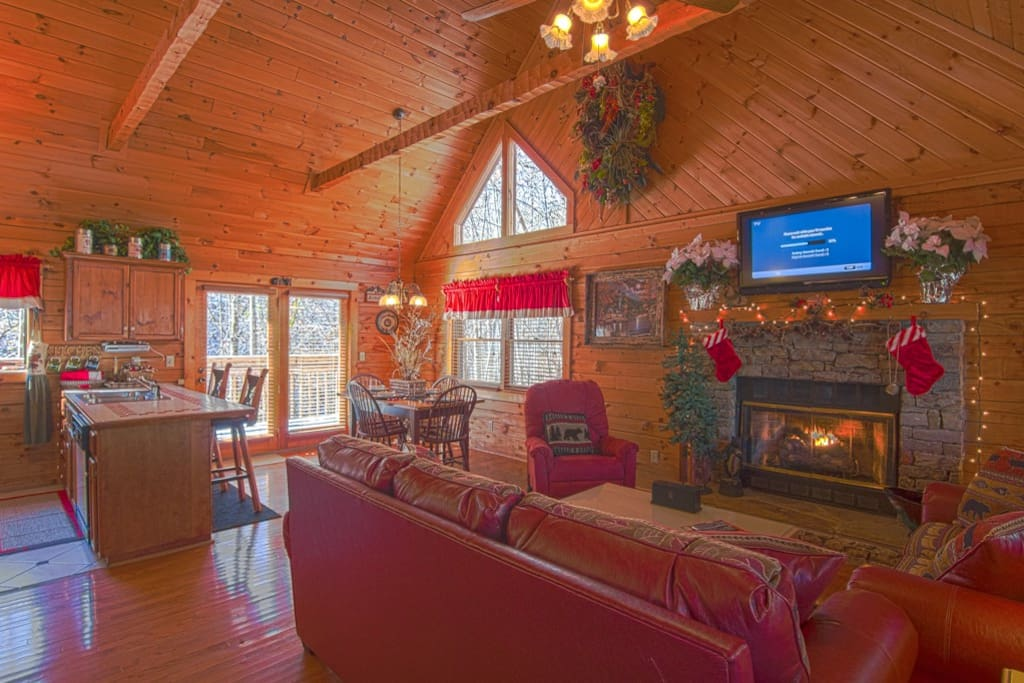 Hideaway wifi fishing access mini golf pools cottages for Gatlinburg cabins with fishing access