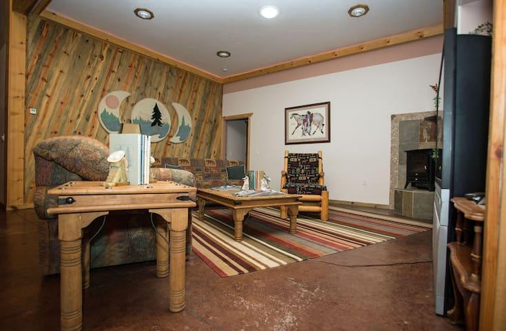 """4Seasons Suite"" in Homestead Lodge - La Pine - Condominium"