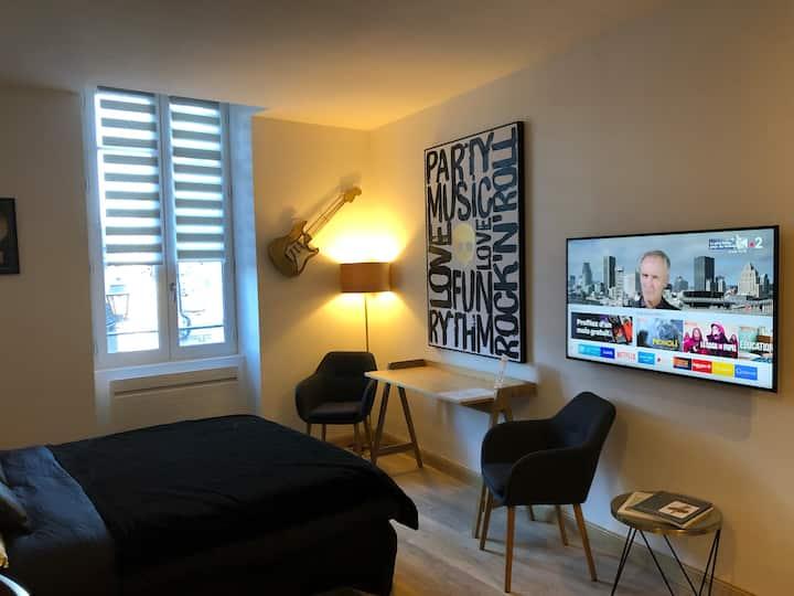 """Les Maisons du Périgord """"Coté Studio Music"""""""