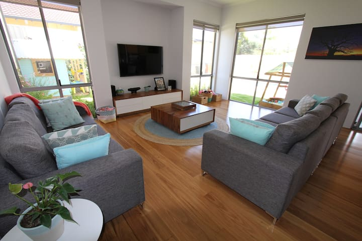 Family home, new, spacious & clean - Hamersley - Haus