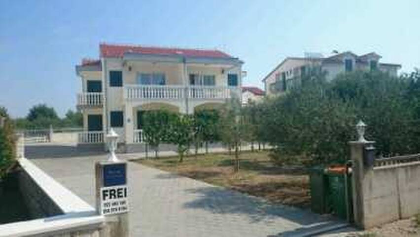 Ferienapartment in Srima bei Vodice / Kroatien - Srima - Apartment