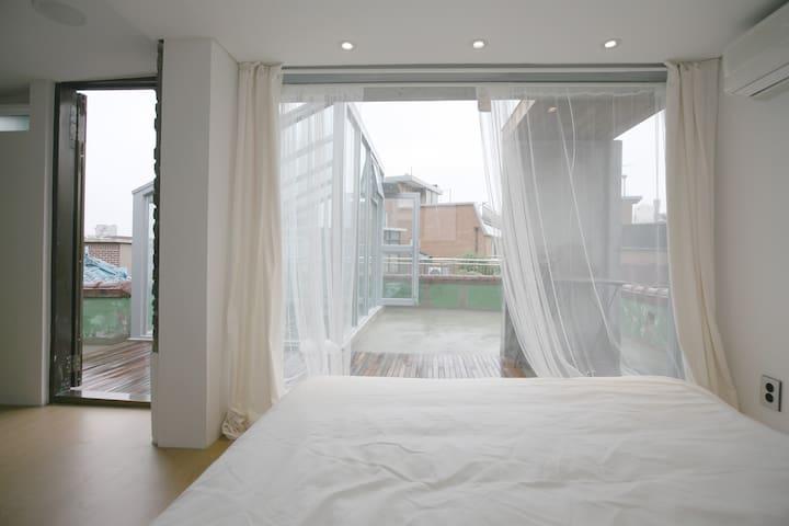 Deep Seoul Guest house (Roof Top Suit Room) - Mapo-gu