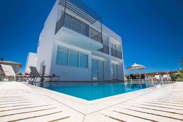 Villa Dana,Luxurious 3BDR Villa - Protaras