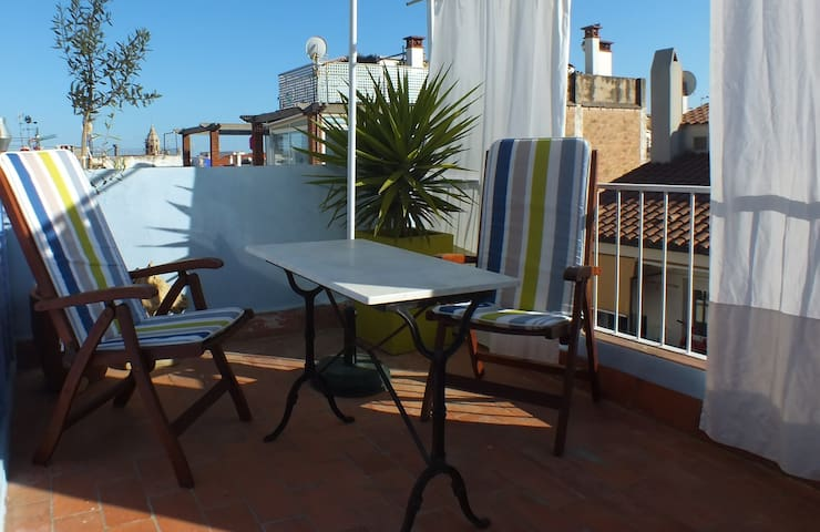 Studio with terrace in the center - Sitges - Condominium