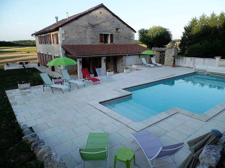 Passirac: Converted Barn & heated pool with views