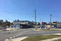 Shop across road for basic food supplies. Bus stops across road, 2 stops or 12 minute walk to light rail  for beach, Surfers Paradise & major shopping centres.